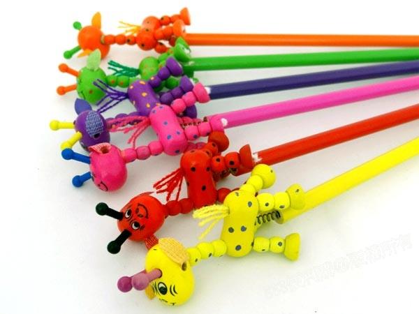 q版长颈鹿造型木头铅笔(多款随机)